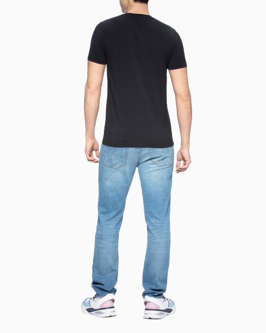 CALVIN KLEIN 남성 샤이니 모노그램 체스트 슬림핏 티셔츠