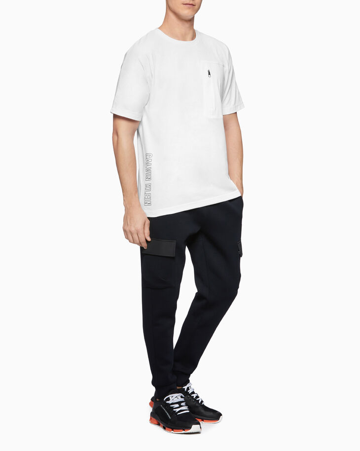 CALVIN KLEIN UTILITY STRONG 37.5 POCKET TEE