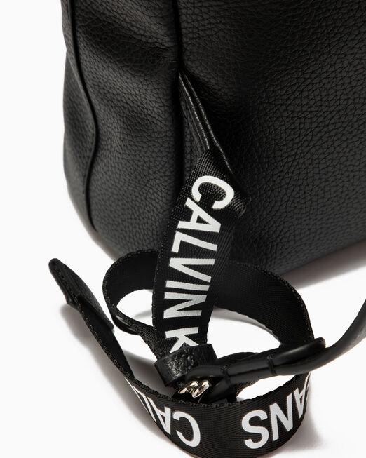 CALVIN KLEIN 여성 소프트 백팩 35