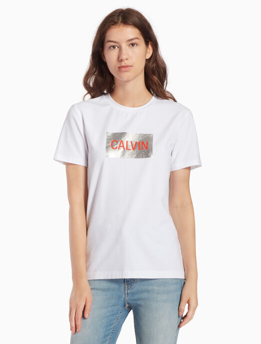 CALVIN KLEIN INSTITUTIONAL 메탈릭 로고 티셔츠