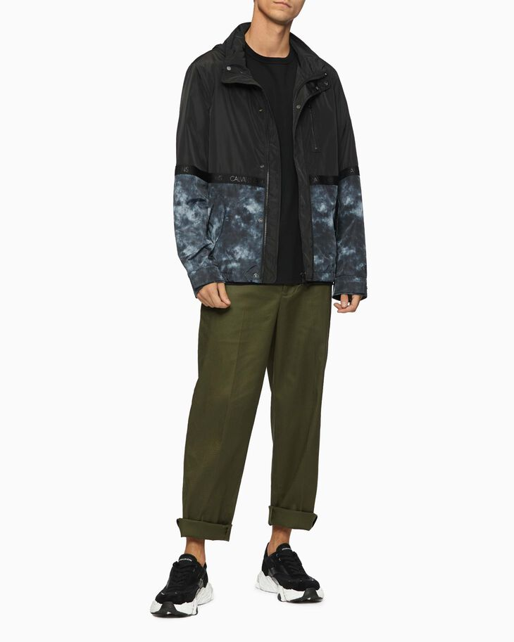 CALVIN KLEIN CLOUD PRINT LIGHTWEIGHT WINDBREAKER