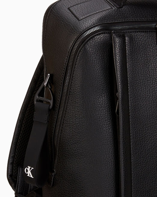 CALVIN KLEIN 남녀공용 CKJ 태그드 슬림 백팩 40