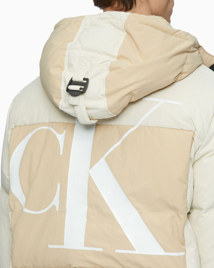 CALVIN KLEIN SUSTAINABLE DOWN JACKET