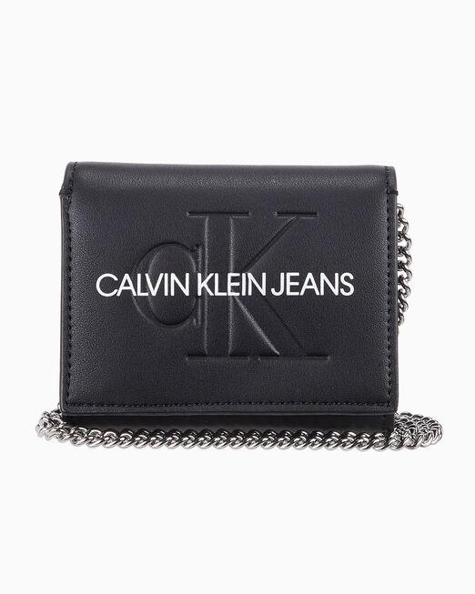 CALVIN KLEIN 여성 스컬티드 모노그램 체인 프렌치 플랩 지갑