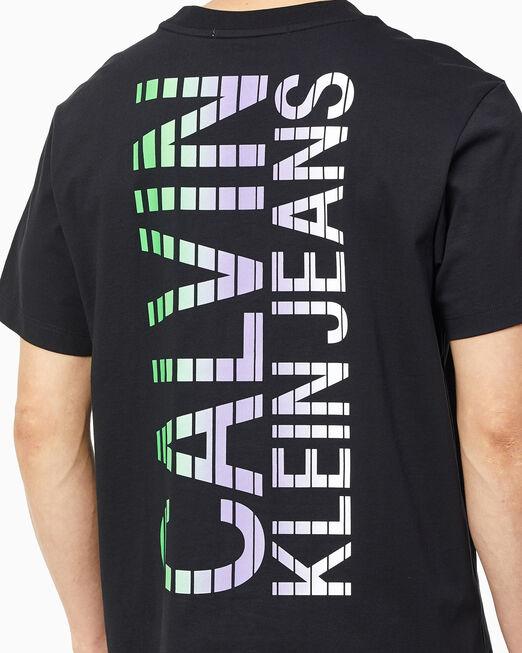 CALVIN KLEIN 남성 컬러 디그레이딩 백 로고 티셔츠