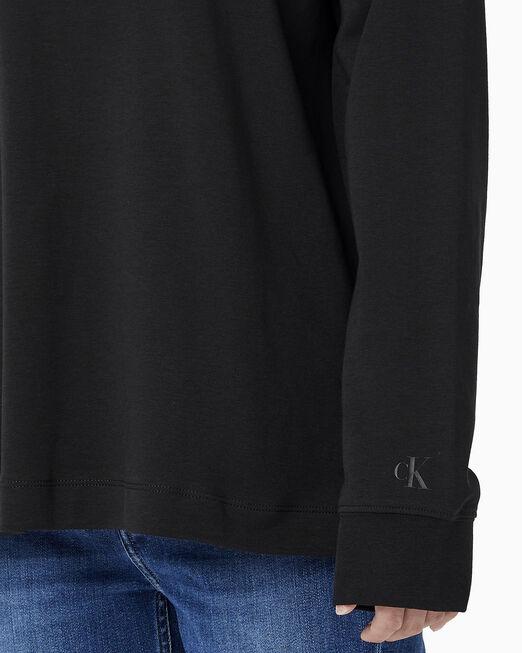 CALVIN KLEIN 여성 패션핏 CK 로고 긴팔 티셔츠
