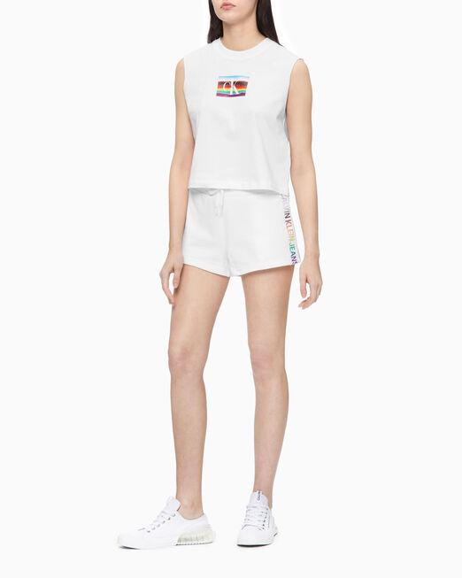 CALVIN KLEIN 여성 모노그램 모던 크롭 슬리브리스 티셔츠
