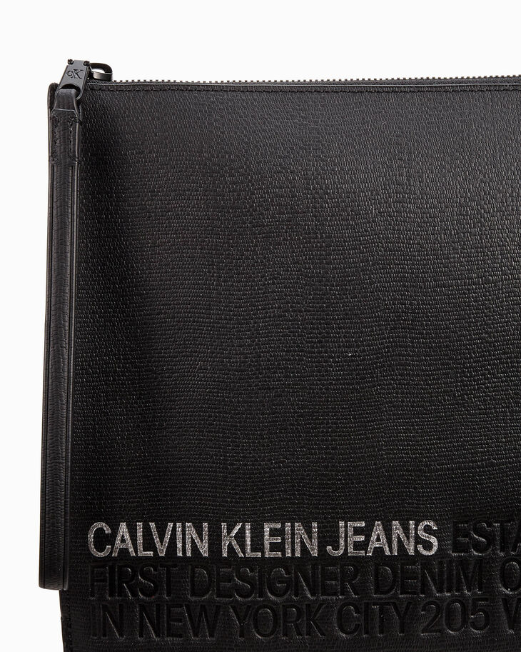 CALVIN KLEIN ESTABLISHED UTILITY MEDIUM TRAVEL POUCH