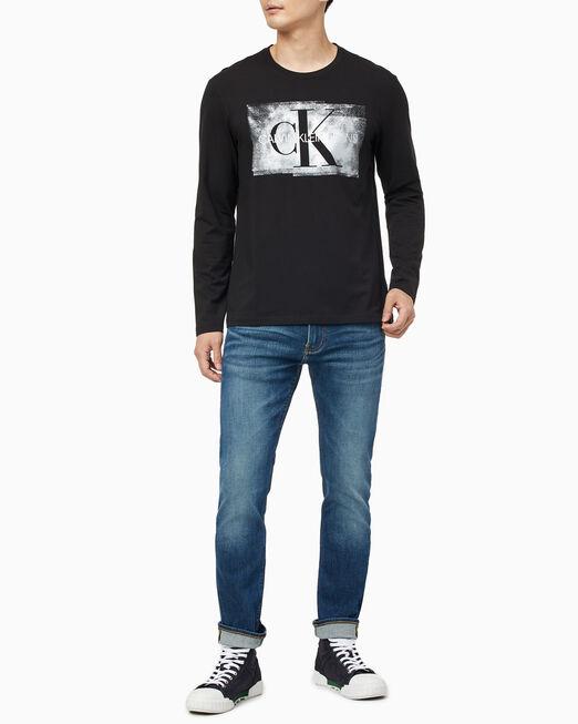 CALVIN KLEIN 남성 블러드 샤이니 모노그램 긴팔 티셔츠