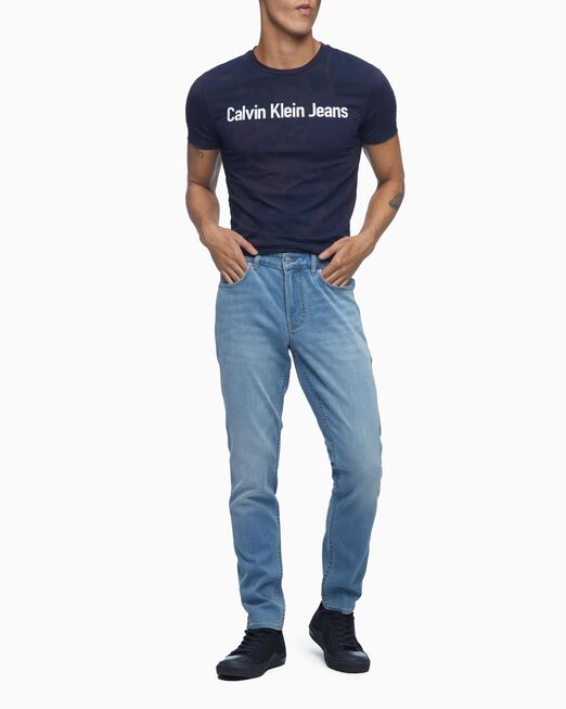 CALVIN KLEIN 남성 토널 에이오피 스프레이 반팔 티셔츠