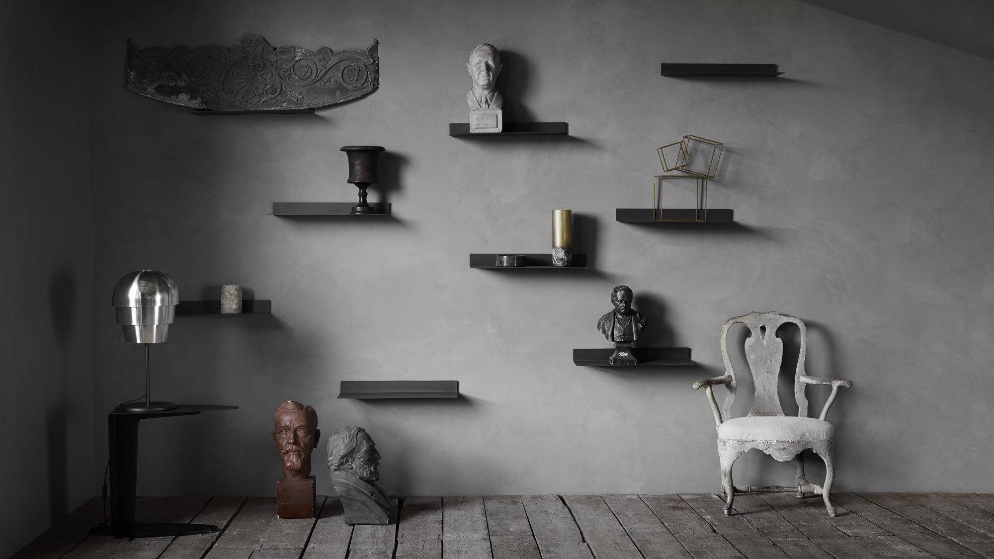 Black shelves and bookcases are elegant and neutral. Find black design shelves in BoConcept's online shop for your bedroom or living room. - Como shelf